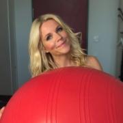 Pezziball-Bürostuhl-Nackenschmerzen-Rückenschmerzen-Übungen-Rumpfmuskulatur